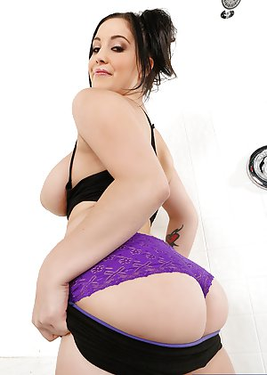 Big Ass Milfs Pictures